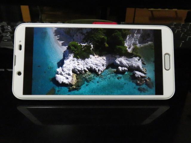 ギリシャの海岸を撮影した動画をAQUOS sense2で視聴