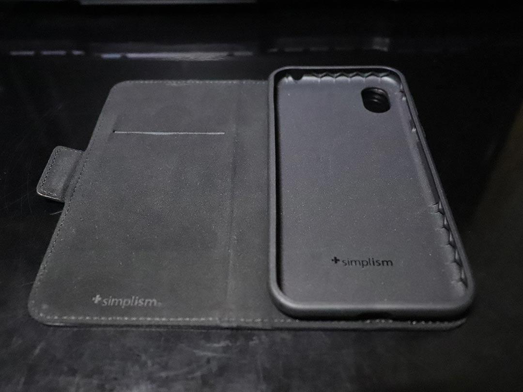 熱可塑性ウレタンをしようしたsimplismの手帳型スマホケース