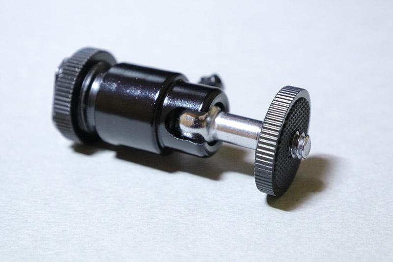 ビデオライト MOMAN 96LED(MFL-03)に付属のボールヘッドシュー