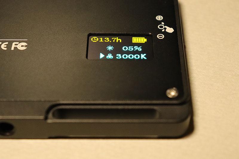 色温度3000Kに設定したビデオライト MOMAN 96LED(MFL-03)