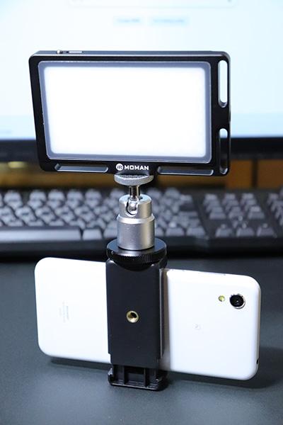 ビデオライト MOMAN 96LED(MFL-03)をスマホホルダーでAQUOS sense2に接続する方法