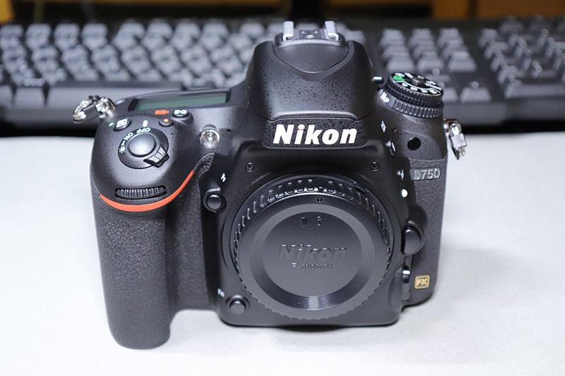 Nikon D750のサブコマンドダイヤルとグリップ