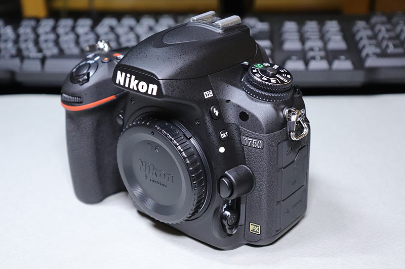 Nikon D750のブラケット撮影ボタンとオートフォーカス切り替えスイッチ
