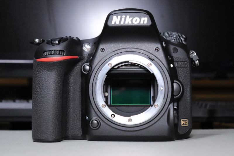 ミラーアップしたNikon D750のイメージセンサーのローパスフィルター