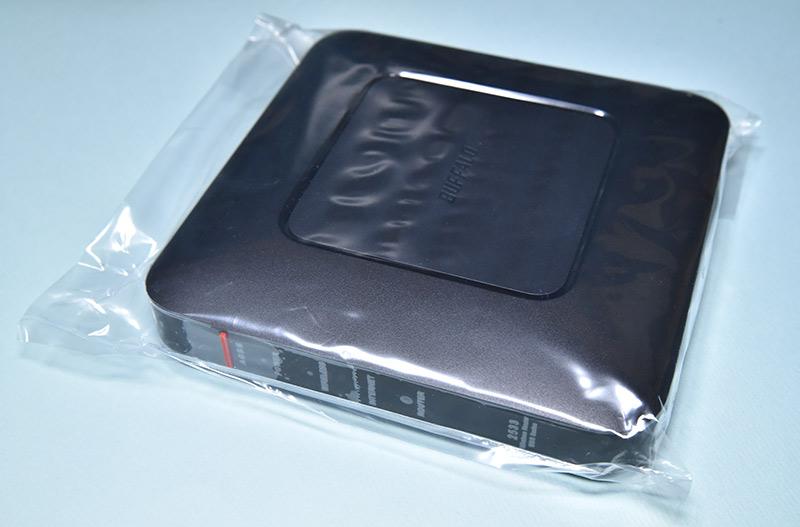ビニール袋に入った無線ランルーター WSR-2533DHPL-C