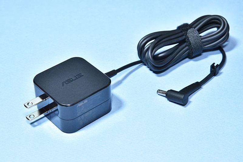 RT-AX3000の電源アダプター