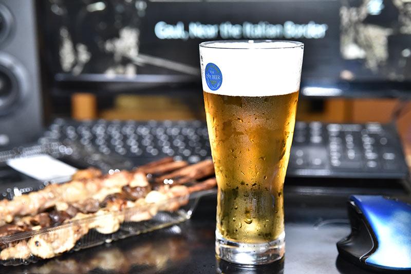 PCスピーカー 400-SP068の試聴に必須の生ビール