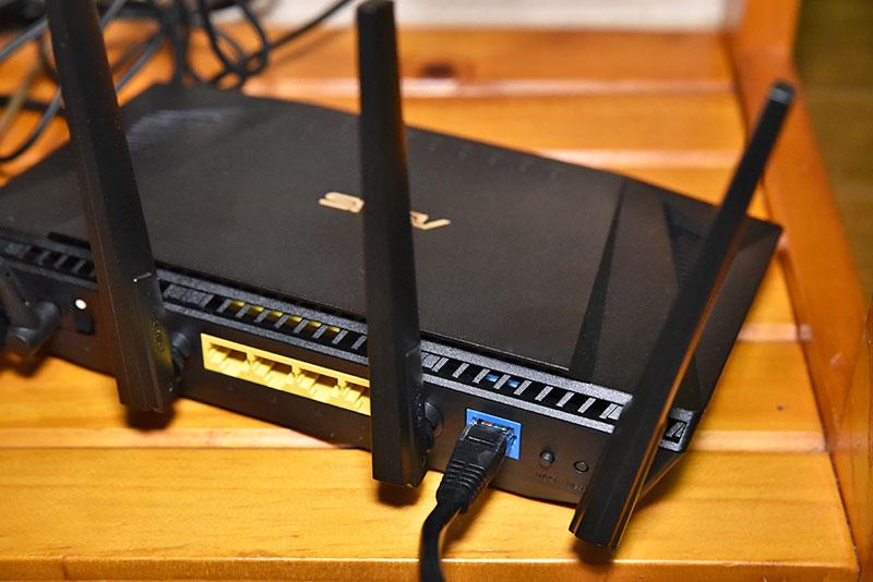 RT-AX3000とLANケーブルの接続