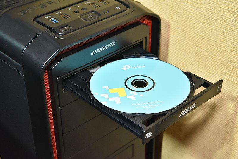 パソコンにセットしたArcher TX3000EのドライバーCDROM