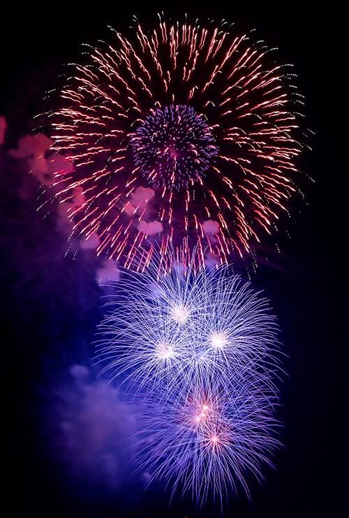 最大2.4Gbps達成を祝して打ち上げられた花火