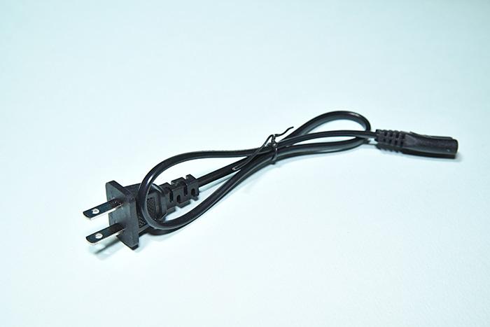 小型アンプ AK-370の電源コード