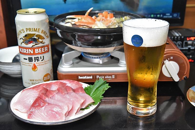 ブリの刺身と冷えたビール