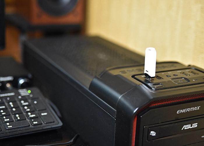 パソコンとUSBメモリー